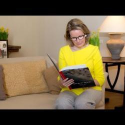 Voorleesmoment om de jongeren aan te moedigen om meer te lezen - Click to play this video in an overlay.