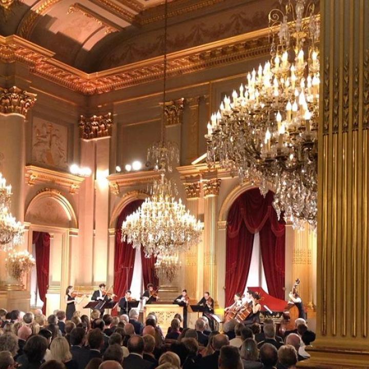   Concert de Noël au Palais Royal de Bruxelles, pour remercier les personnes qui ont contribué aux activités du Roi et de la Reine au cours de l'année écoulée. Le concert de Noël sera diffusé sur : 22/12 – 10h30 (RTL TVI) 25/12 – 15h05 (één) 25/12 – 21h00 (La Trois/RTBF) ————— Kerstconcert in het Koninklijk Paleis te Brussel om iedereen te bedanken die bijgedragen heeft tot de activiteiten van de Koning en Koningin tijdens het afgelopen jaar. Het Kerstconcert wordt uitgezonden op: 22/12 – 10u30 (RTL TVI) 25/12 – 15u05 (één) 25/12 – 21u00 (La Trois/RTBF) ————— Christmas concert at the Royal Palace in Brussels to thank the people who have contributed to the activities of the King and Queen during the past year. The Christmas concert is broadcast on: 22/12 – 10.30 am (RTL TVI) 25/12 – 3.05 pm (één) 25/12 – 9.00 pm (La Trois/RTBF)  @musicchapel #Kerstconcert #Koninklijk #Paleis #Brussel #ConcertDeNoël #Palais #Bruxelles #ChristmasConcert #Royal #Palace #Brussels #Kerstmis #Kerstmis2019 #Christmas #Christmas2019 #Noël #Noël2019 #BelgianRoyalPalace #MonarchieBe  📸 Belga