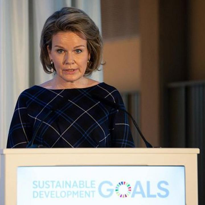 """  """"In recent years, the mobilization capacity of young people in favor of a more sustainable planet has become obvious. Not only because their future is at stake, but because they react promptly, they are connected, and they come up with creative solutions. You are clearly a huge asset to all those who care about the implementation of the SDGs."""" https://bit.ly/38LpJV8  Toespraak tijdens het Antwerp Management School evenement. De rol van de hogere onderwijsinstellingen en de ontwikkeling van duurzamere bedrijfsmodellen en –systemen worden besproken met studenten, docenten en vertegenwoordigers uit de privésector. ————— Allocution à l'Antwerp Management School lors d'un évènement qui permet d'aborder avec les étudiants et des représentants du secteur privé le développement de modèles commerciaux plus durables. ————— Address during the Antwerp Management School event. Conversation with students, teachers and representatives from the private sector about the role of higher education institutions and the development of more sustainable business models and systems, adapted to the climate challenges.  @antwerpmanagementschool #SDG #onderwijs #éducation #studenten #étudiants #students #duurzaamheid #durabilité #durability #sustainability #BelgianRoyalPalace #MonarchieBe  📸 Belga"""