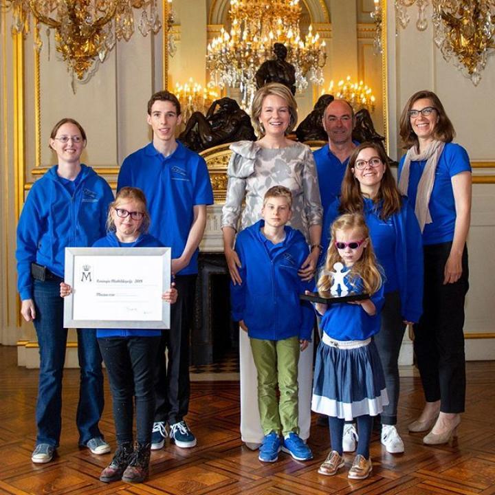 """  Uitreiking van de Koningin Mathilde Prijs 2019 aan de vereniging Muzass, zij brengen door middel van muziek kinderen, tieners en jonge volwassenen -met en zonder beperking- samen. Een jongerenjury koos Muzass uit een projectoproep met 19 finalisten die ondersteund worden door het fonds. Voorafgaand aan de prijsuitreiking ontmoette de Koningin vertegenwoordigers van de geselecteerde projecten evenals de jonge juryleden. De geselecteerde projecten maken allemaal deel uit van het thema """"Music Connects"""" en zijn initiatieven die jongeren uit verschillende culturen en sociaal-economische achtergronden met elkaar verbinden. ————— Remise du Prix Reine Mathilde 2019 à l'asbl Muzass, un atelier de musique inclusif qui réunit autour de la musique des enfants, des adolescents et des jeunes adultes avec ou sans handicap. Un jury composé de jeunes a sélectionné Muzass parmi les 19 finalistes qui bénéficient du soutien du Fonds Reine Mathilde. Préalablement à la remise de Prix, la Reine a rencontré des représentants des projets sélectionnés ainsi que des jeunes qui composent le jury. Les projets sélectionnés s'inscrivent tous dans le thème « Music Connects » et sont des initiatives qui créent des liens entre jeunes de cultures et de milieux socio-économiques différents. ————— Presentation of the Queen Mathilde Prize 2019. A jury of young people selected the organization Muzass as the winner of the Prize among the 19 projects that receive support from the Queen Mathilde Fund. Prior to the award ceremony, the Queen met with representatives of selected projects as well as young people who compose the jury on the premises of the King Baudouin Foundation. For the third year in a row, the Fund chose the theme """"Music Connects"""". These initiatives connect young people from different cultures and socio-economic backgrounds.  @antwerpsymphonyorchestra @brake_out_vzw @c.c.maritime @caw_groep @choralesequinox @cpajeasbl @deledebirds @jm_wallonie_bruxelles @toestand_vzw @kbs_frb #BelgianRoyal"""